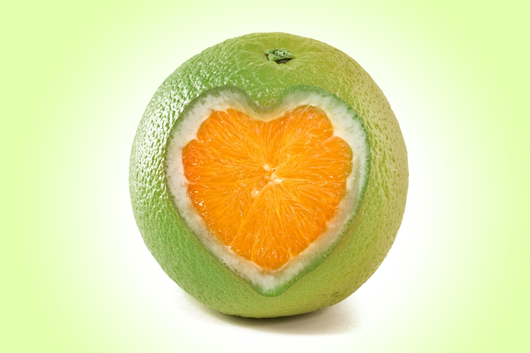 citrus-fruit-heart-cut-orange-background-green-desktop-wallpaper